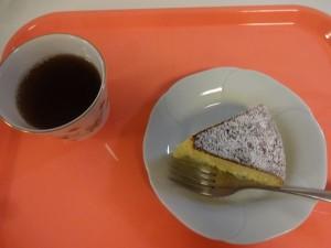 ゴマ風ケーキ